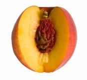 Gesneden perzik en met vastzittende pit royalty-vrije stock afbeelding