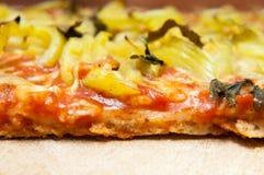 Gesneden pizza stock afbeelding