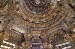 Gesneden plafond van de Zontempel Gebouwd in 1026 - ADVERTENTIE 27 tijdens regeert van Bhima I van de Chaulukya-dynastie, Modhera royalty-vrije stock fotografie