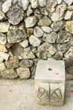 Gesneden rotsachtige stoelvoorzijde de rotsachtige muur Stock Fotografie