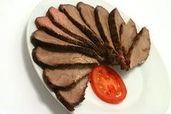 Gesneden rundvlees en tomaat Stock Foto's