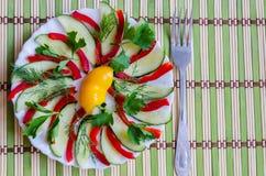 Gesneden salade op een plaat Royalty-vrije Stock Afbeelding