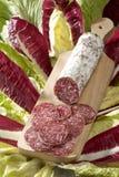 Gesneden salami Stock Afbeeldingen