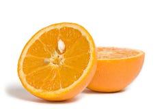 Gesneden sinaasappel die op wit wordt geïsoleerd Royalty-vrije Stock Afbeelding