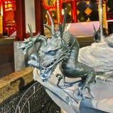 Gesneden Steendraak -- Aziatisch die draakontwerp in steen wordt gesneden Stock Fotografie
