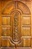 Gesneden teakdeuren. Stock Fotografie