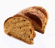 Gesneden vers die wholegrain brood over witte achtergrond wordt geïsoleerd Voedselvoorwerpen Royalty-vrije Stock Foto's