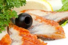 Gesneden vissen met olijf royalty-vrije stock afbeeldingen