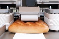Gesneden wit brood in een snijmachine royalty-vrije stock fotografie