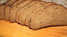 Gesneden zwart brood royalty-vrije stock afbeeldingen