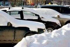 Gesneeuwde auto's Royalty-vrije Stock Foto's