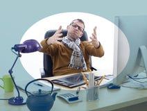 Gespannen ontwerper die aan doorsmelting lijden of over het werk klagen stock afbeeldingen