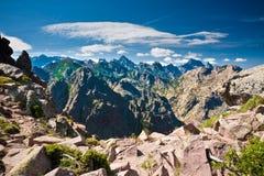 Gespannen pieken van Corsicaanse bergen royalty-vrije stock afbeeldingen