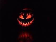 Gespenstischer Halloween-Kürbis Stockfotos