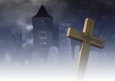 Gespenstischer nebeliger Friedhof Stockfotografie