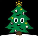 Gespenstischer Weihnachtsbaum mit Halloween-Dekorationen Stockfotografie