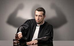 Gespierde rechter die besluit nemen royalty-vrije stock afbeelding