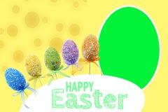 Gespikkelde Pasen-achtergrond met gekleurde eieren royalty-vrije stock foto