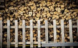 Gespleten brandhoutstapel Stock Afbeeldingen