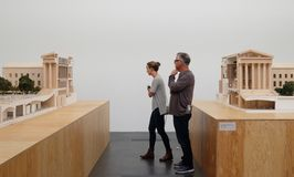 Gespleten Gehry-maquette Stock Afbeelding