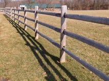 Gespleten spoor houten omheining Stock Foto's