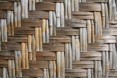 Gesponnene Bambuspanels für traditionelles siamesisches Haus Stockbilder