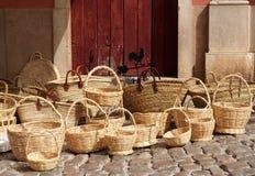 Gesponnene Körbe am Markt in Loule Portugal stockfoto