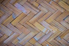 Gesponnenes Bambusmuster für Hintergrund Hölzerne BambusGewebebeschaffenheit des Handwerks Alte spinnende Musterbambusbeschaffenh Stockfoto