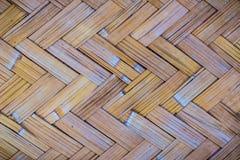 Gesponnenes Bambusmuster für Hintergrund Hölzerne BambusGewebebeschaffenheit des Handwerks Alte spinnende Musterbambusbeschaffenh Stockbild