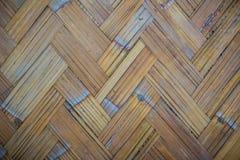 Gesponnenes Bambusmuster für Hintergrund Hölzerne BambusGewebebeschaffenheit des Handwerks Alte spinnende Musterbambusbeschaffenh Lizenzfreies Stockfoto