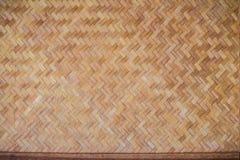 Gesponnenes Bambusmuster für Hintergrund Hölzerne BambusGewebebeschaffenheit des Handwerks Alte spinnende Musterbambusbeschaffenh Lizenzfreie Stockfotos
