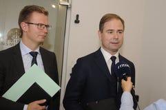 GESPRÄCH BENNYS ENGEBRECHTLNICOLAI WAMMENR ZU DEN MEDIEN lizenzfreie stockfotografie