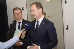 GESPRÄCH BENNYS ENGEBRECHTLNICOLAI WAMMENR ZU DEN MEDIEN lizenzfreies stockfoto