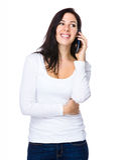 Gespräch der jungen Frau zum Mobiltelefon Stockbild
