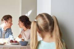 Gespräch von Eltern lizenzfreies stockbild