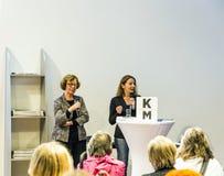 Gesprek met Barbara Klemm bij de Boekenbeurs 2014 van Frankfurt Stock Foto's