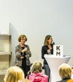 Gesprek met Barbara Klemm bij de Boekenbeurs 2014 van Frankfurt Royalty-vrije Stock Afbeelding