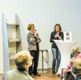 Gesprek met Barbara Klemm bij de Boekenbeurs 2014 van Frankfurt Royalty-vrije Stock Foto