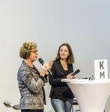 Gesprek met Barbara Klemm bij de Boekenbeurs 2014 van Frankfurt Royalty-vrije Stock Afbeeldingen
