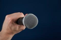 Gesprek met microfoon Royalty-vrije Stock Afbeelding