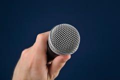 Gesprek met microfoon Stock Foto