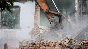 Gesprengtes und zerbrochenes Gebäude des verlassenen Gebäudes stock video footage
