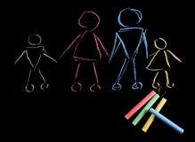 Gessi variopinti e disegno del ` s dei bambini fatto con i gessi Immagine Stock Libera da Diritti