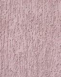 Gesso viola di sollievo sul primo piano della parete Fotografia Stock