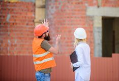 Gestão de projeto de construção Projeto industrial de construção Discuta o projeto do progresso Conceito da indústria da construç imagens de stock