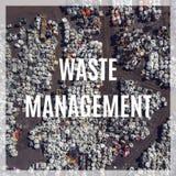 Gestão de resíduos Operação de descarga para o armazenamento waste Vista de acima Foto de Stock Royalty Free