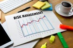 A GESTÃO DE RISCOS e o perigo do conceito do negócio perigosos impedem Fotografia de Stock Royalty Free