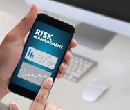 A GESTÃO DE RISCOS e o perigo do conceito do negócio perigosos impedem Fotografia de Stock