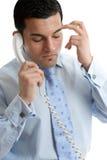 Gestörter oder deprimierter Geschäftsmann, der Aufruf bildet Lizenzfreie Stockfotos