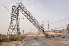 Gestürzte obenliegende Stromleitung Stockfotografie